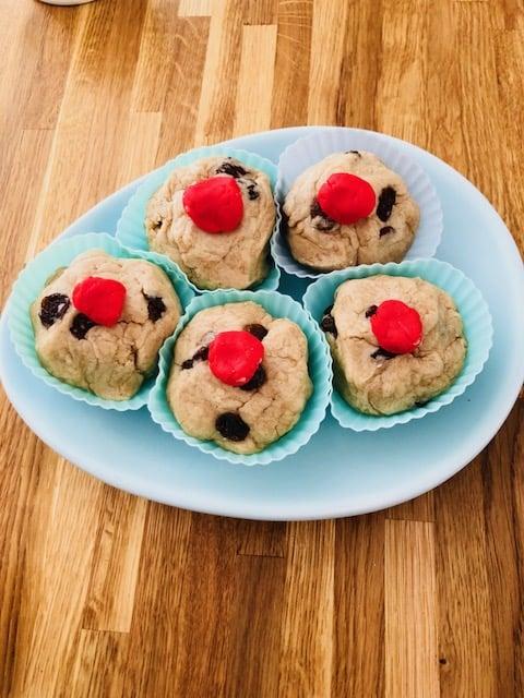 playdough currant buns