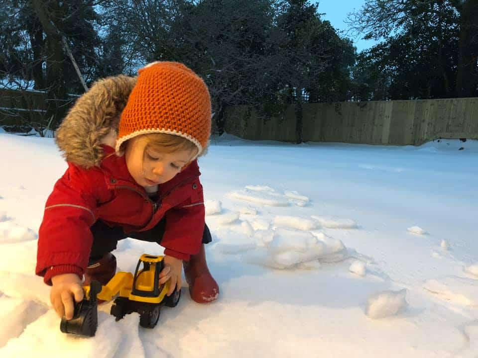 construction play in the snow