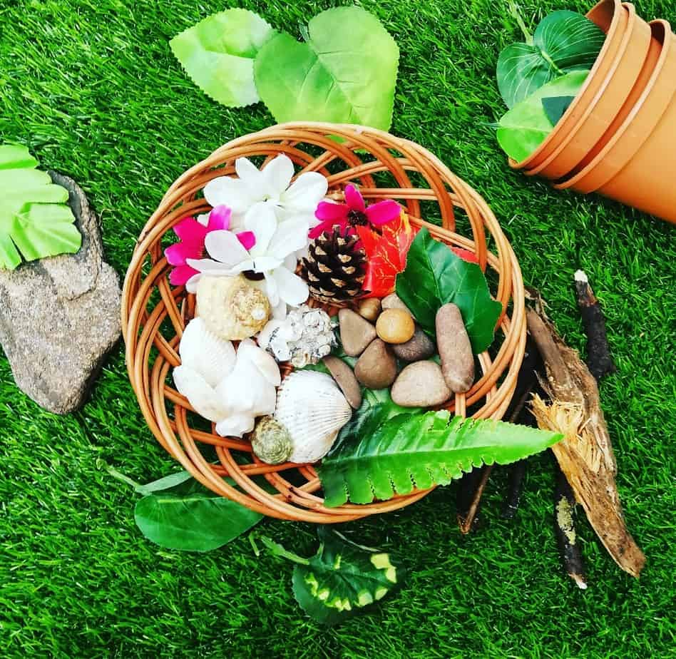 Weighing and sorting natural play ideas
